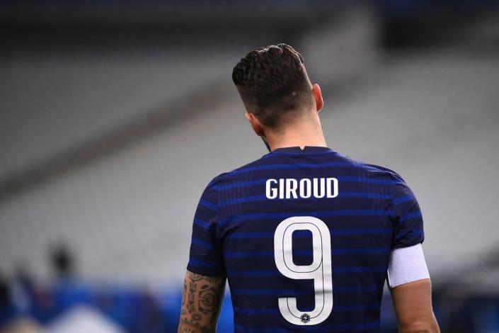 Giroud? i so? ia lui se intalnesc