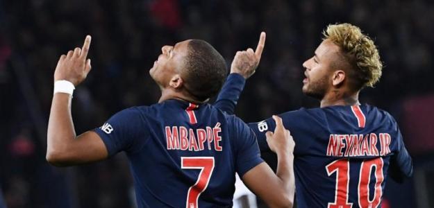 Mbappé y Neymar celebran un gol / Youtube