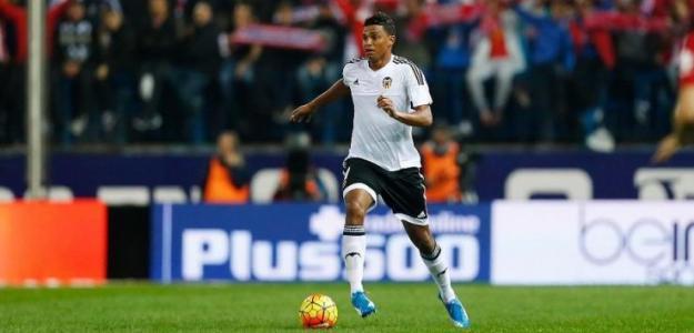 Aderllan Santos, en partido con el Valencia / twitter