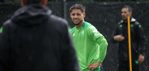 Álex Moreno se quiere quedar y el Betis ya tiene al sustituto. Foto: ABC Sevilla