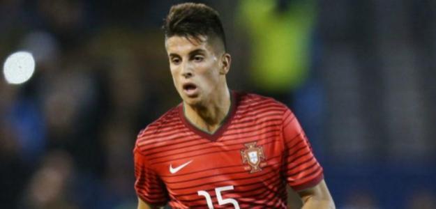 Alves dinamita los planes de futuro de Joao Cancelo / Foxdeportes.com