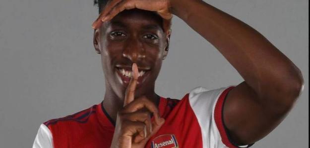 ¿Cómo juega Albert Sambi Lokonga, nuevo fichaje del Arsenal?