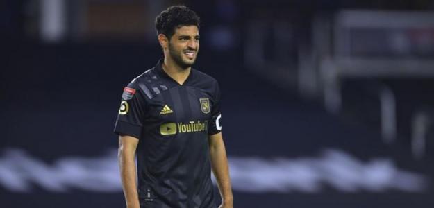 Una oferta de LaLiga podría traer a Carlos Vela de vuelta a España. Foto: Mediotiemopo