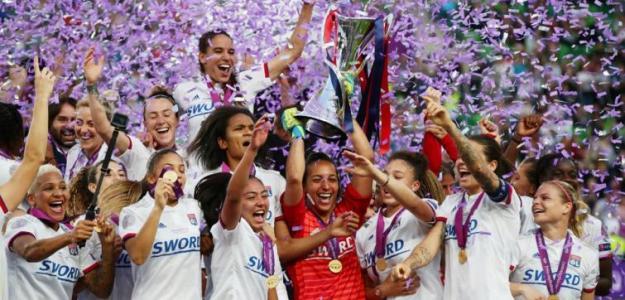 El Lyon levantando la última Champions Femenina. / milenio.com