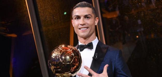 Cristiano Ronaldo con su último Balón de Oro. Foto: Youtube.com