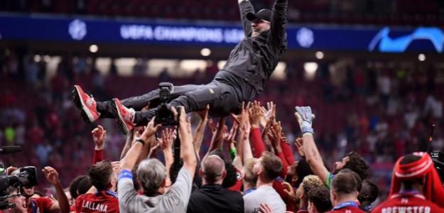 Klopp celebra la Champions siendo manteado por su plantilla (Liverpool FC)