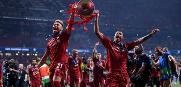 Oxlade y Brewster celebran la Champions conquistada (Liverpool FC)