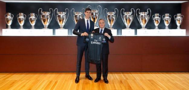 Thibaut Courtois y Florentino Pérez (Real Madrid)