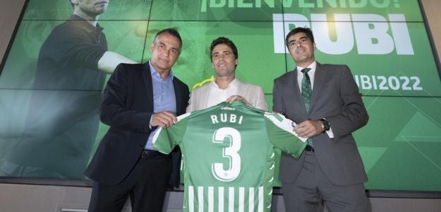 El Real Betis busca acordar el traspaso de Borja Iglesias / Twitter