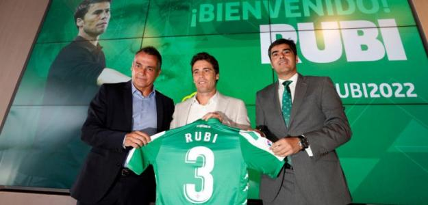 El Real Betis aprieta por Christian Stuani / RealBetisbalompie.es