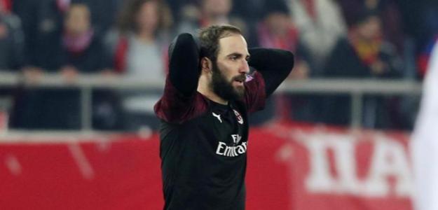 Higuain se lamenta en un partido con el Milán / Youtube