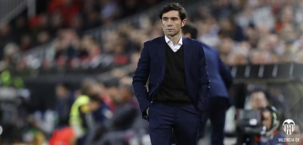 Marcelino, dirigiendo en la banda (Valencia CF)