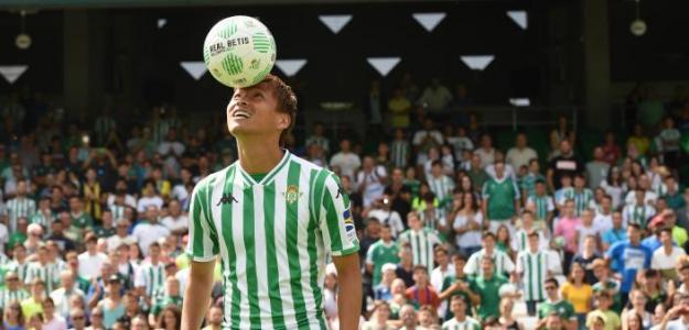 Takashi Inui se queda en España para resolver su futuro / Real Betis B.