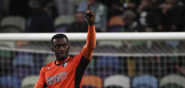 Se retira del fútbol Jackson Martínez. Foto: asquinas.fr