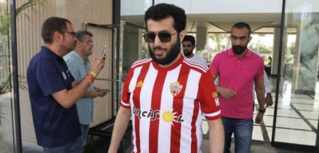Al-Sheikh en su llegada a Almería / elgoldigital.com