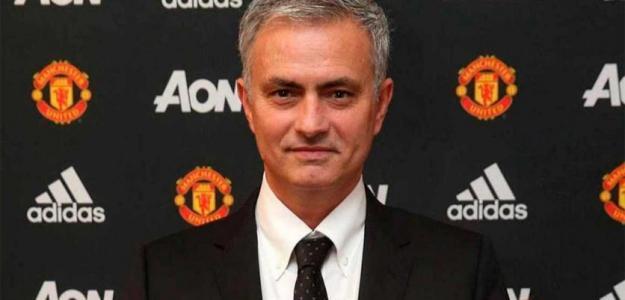 José Mourinho, en su presentación con el United. Foto: Manutd.com