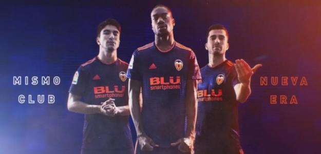 jugadores del Valencia en un cartel promocional. Foto: Valenciacf.com