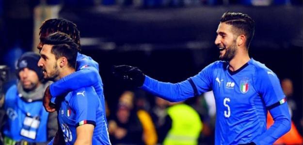 Matteo Politano con sus compañeros de selección. Foto: Youtube.com