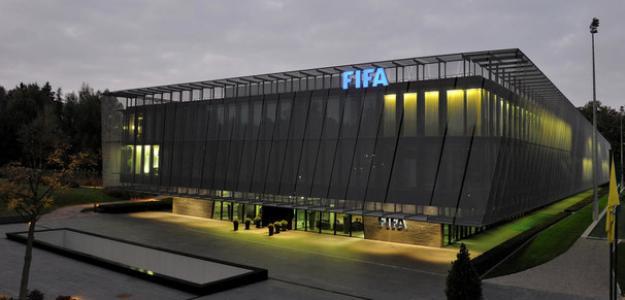 La FIFA presenta sus medidas para evitar la quiebra de los clubes | Telemundo