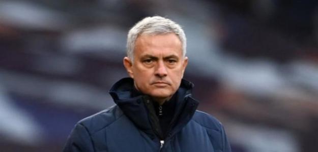 Mourinho apunta al Barcelona para reforzar su delantera