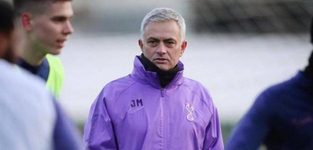 Mourinho en su primer entrenamiento con el Tottenham. / libertaddigital.com
