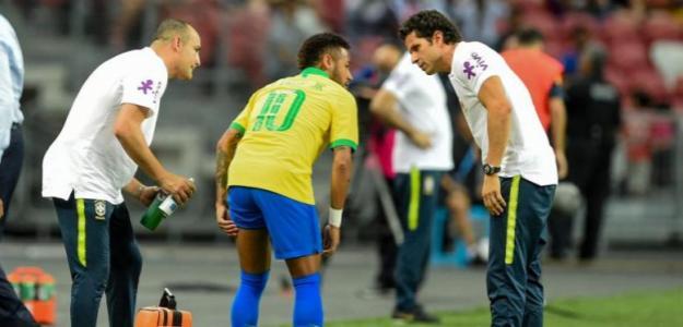 Neymar al lesionarse con Brasil. / lavanguardia.com
