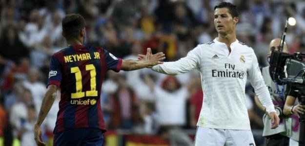 Neymar y Cristiano se saludan durante un encuentro / Youtube