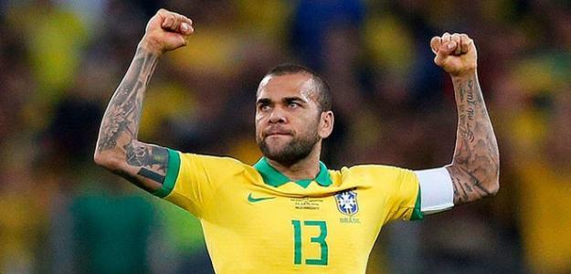 Dani Alves celebra una victoria / libero