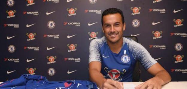 Pedro Rodríguez firmando su renovación con el Chelsea / Chelsea Football Club