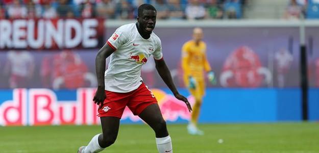 Upamecano en un partido con el RB Leipzig. / dailymail.co.uk