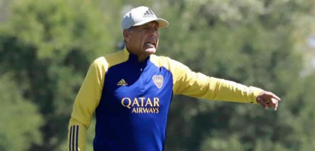 ¿Puede jugar Boca Juniors con un sistema de tres centrales?