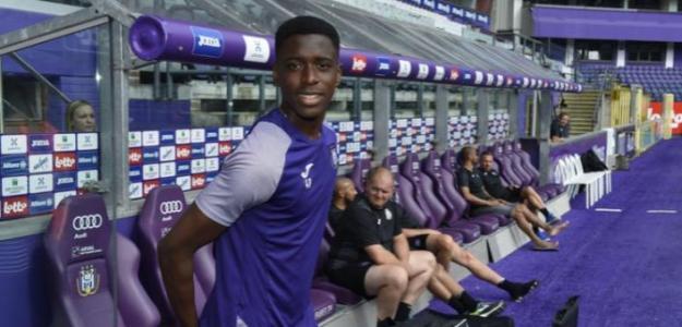 Albert Sambi Lokonga se ofrece a varios equipos   Foto: News