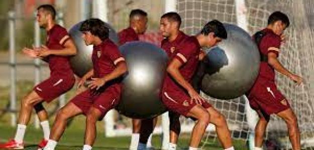 El Sevilla duda entre dos delanteros de nivel. Foto: ElDesmarque