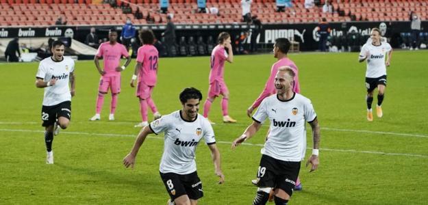 Soler, celebrando su 'hat-trick'