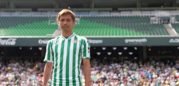 Takashi Inui, en su presentación con el Betis / Twitter.