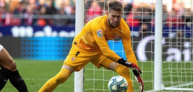 Vaclik incendia la portería del Sevilla FC. Foto: Mundo Deportivo