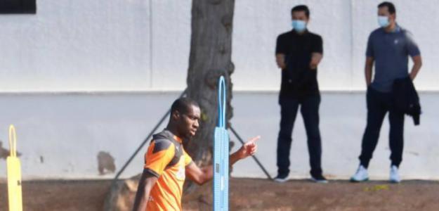 El Valencia se ensaña con Kondogbia. Foto: Superdeporte