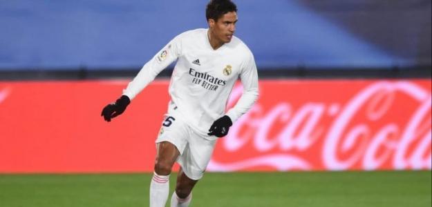 Varane, Koundé y un tapado, las alternativas del United tras perder a Upamecano. Foto: tycsports.com