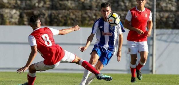 Vítor Ferreira en el torneo de Toulon. / invictadeazulebranco.pt