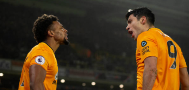 """""""Los Wolves consiguen retener a Adamá Traoré y Raúl Jiménez. Foto: Getty Images"""""""