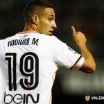Rodrigo en un partido del Valencia / VALENCIA CF