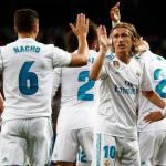 Luka Modric, celebrando un gol con Nacho (Real Madrid)