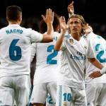 Los jugadores blancos, celebrando un gol (Real Madrid)