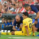 Luis Suárez estará fuera alrededor de un mes con el FC Barcelona / AFP