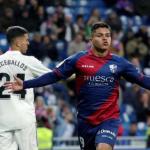 'Cucho' Hernández celebra un gol con el Huesca (EFE)