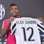 Alex Sandro en su presentación con la Juve. Foto: Juventus.com