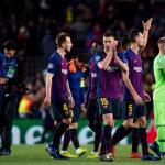Jugadores del Barcelona saludan a la afición tras un partido de Champions / UEFA