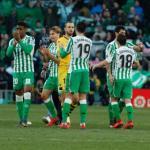 Jugadores del Betis tras un encuentro en el Benito Villamarín / LaLiga
