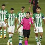 """El Betis se siente perjudicado por los árbitros en comparación con los grandes """"Foto: Estadio Deportivo"""""""
