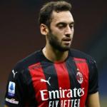 """El Milan avanza en la renovación de Hakan Cahlanoglu """"Foto: One Football"""""""